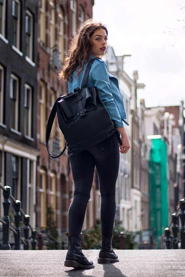 Impressie-tassen-rugtas-in-Amsterdam-Rugtas1(sRGB)(portfolio)VAN-SYB lederen tassen